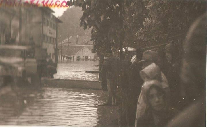 10 Dej, inundatii 1970_ Policlinica de langa Liceul _Andrei Muresanu'