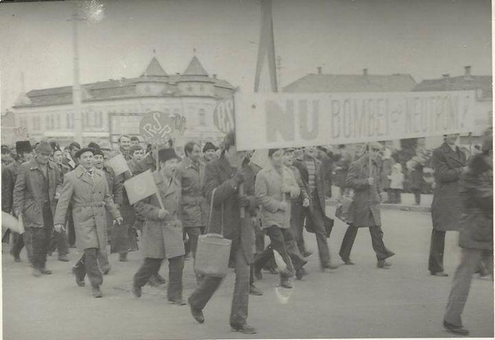 105 Dej, mars impotriva bombei cu neutroni, 1978_ Multumim, Chira Claudiu, pentru poza