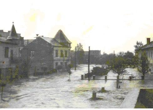 3 Inundatii 70 la Dej_ Str_ Alecu Russo, cea care merge dinspre actuala Gilaura spre stadion _ Rex Par