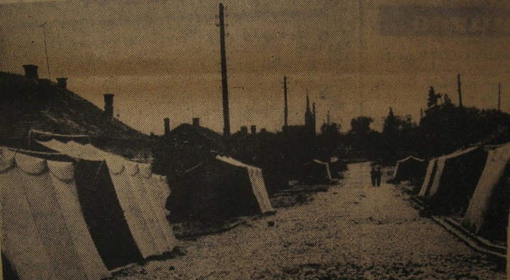 33 Dej 1970, corturi pentru sinistraţi_ Miercuri, după prima viitură, au fost instalate, joi au fost st