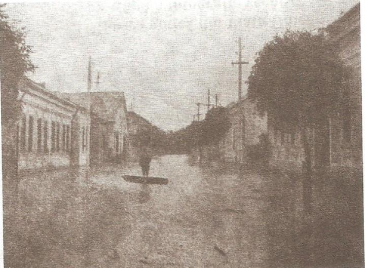 58 Dej, inundatiile din 1913_ In imagine fosta _Calea Traian_, actuala Str_ 1 Mai