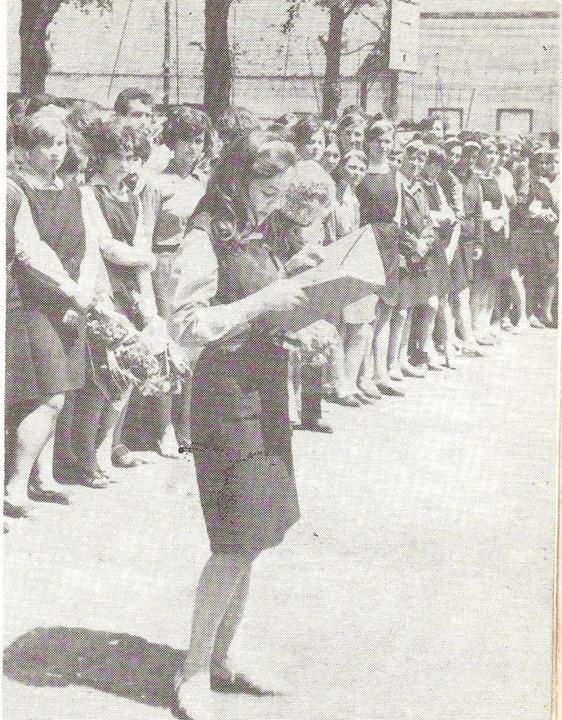 86 Dej, 1969 sau 1970_ Prima promotie de absolventi ai Liceului Economic